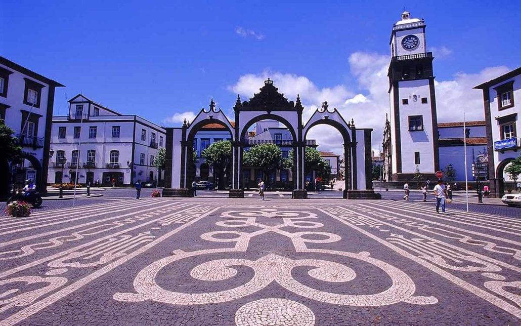 Porta di Ponta Delgada simbolo della città (São Miguel)